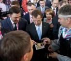 Премьер-министр России Дмитрий Медведев посетил стенд ЭПК УрФУ на Иннопром 2012